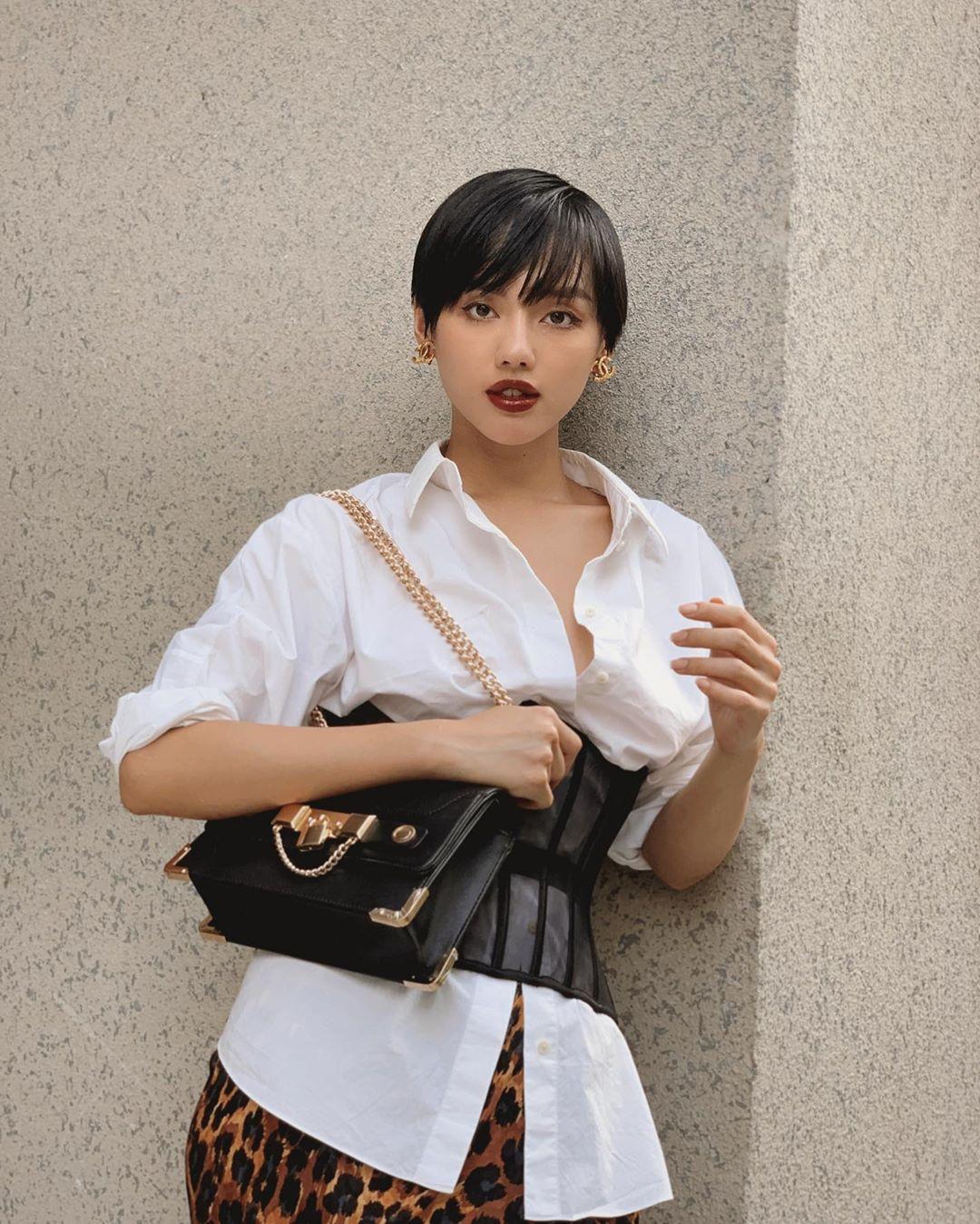 Khánh Linh biến tấu các món đồ thời trang 1