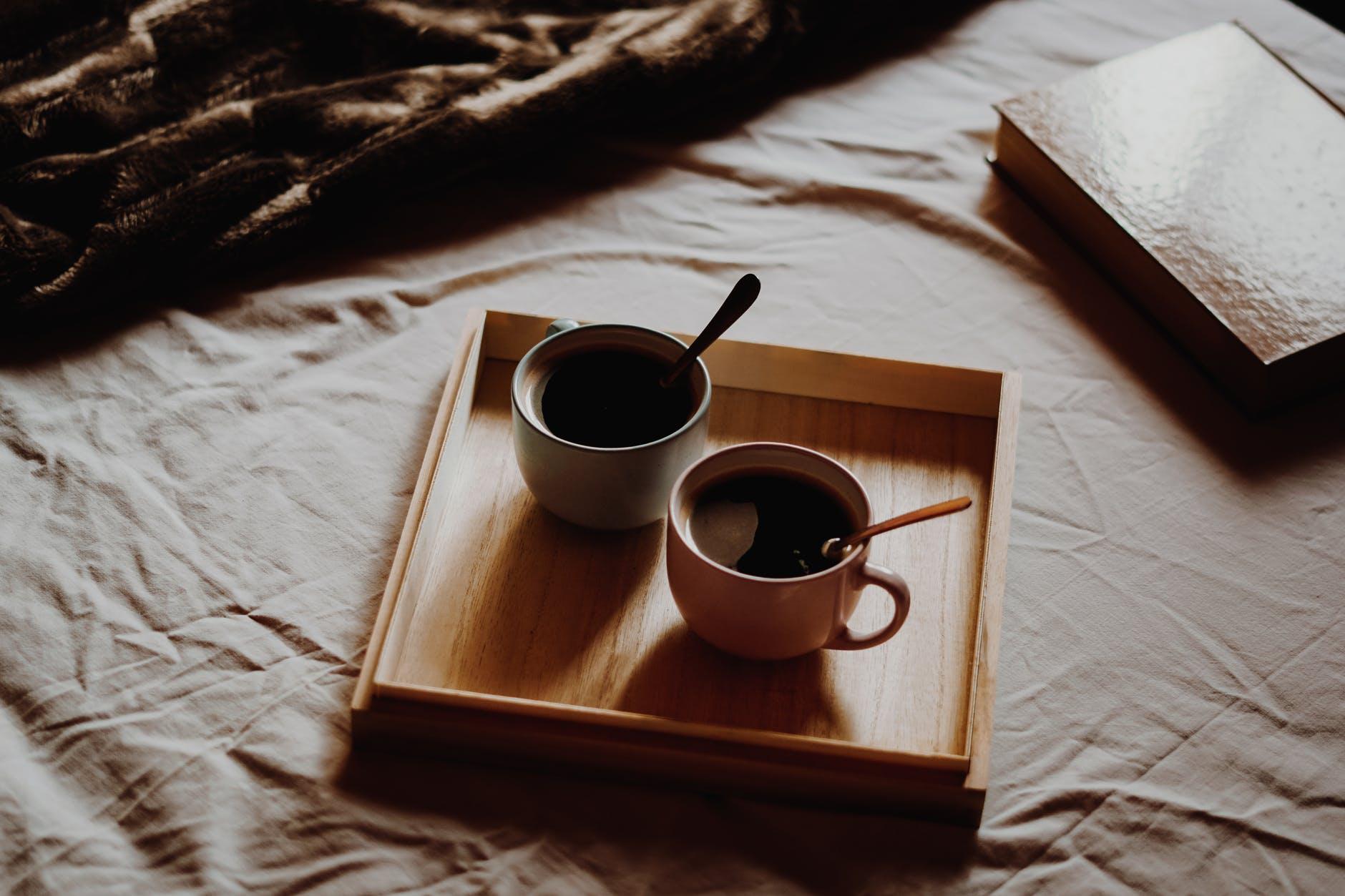Cách giải rượu-Hai tách cà phê.