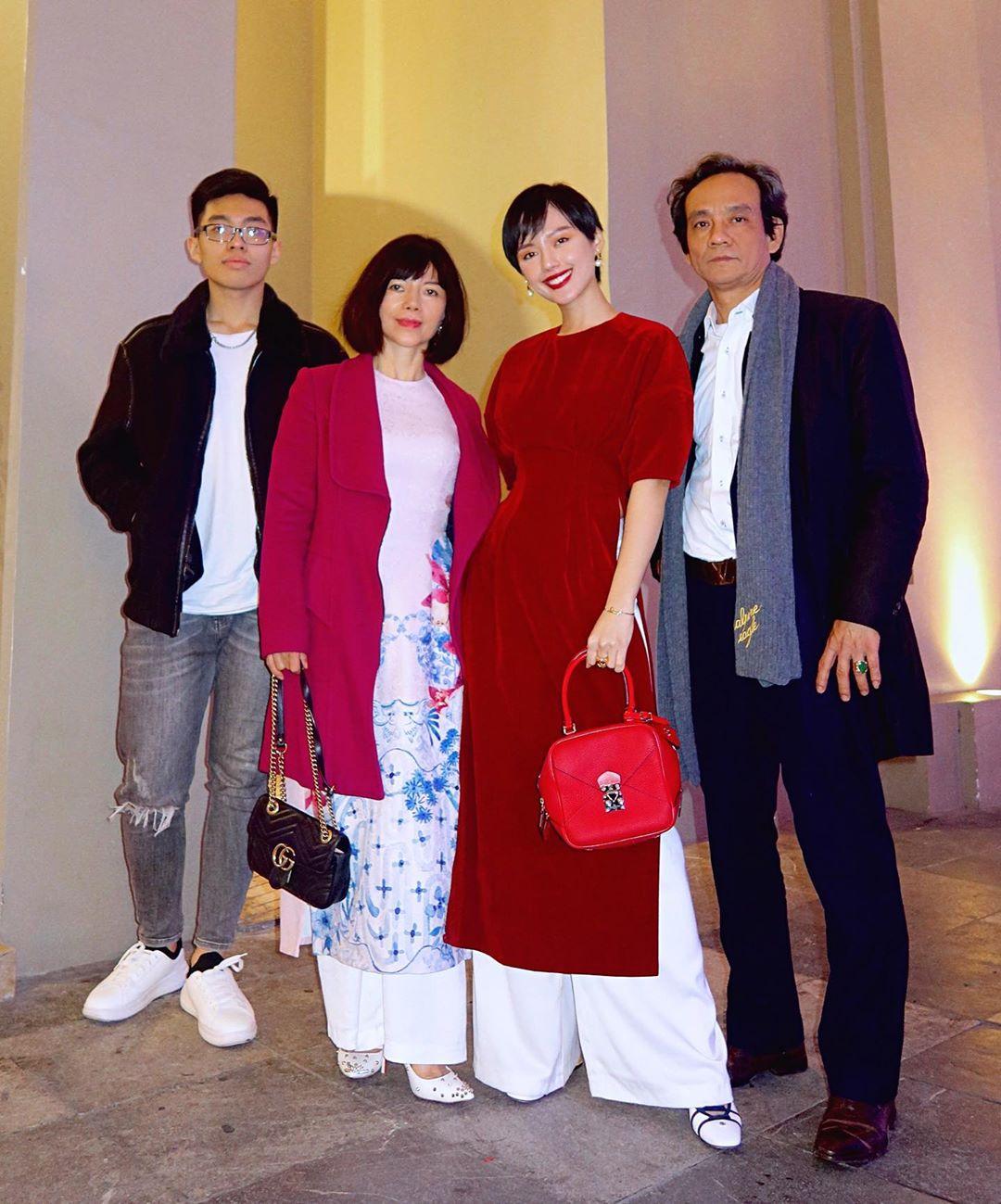 Khánh Linh bên gia đình ngày mùng Một