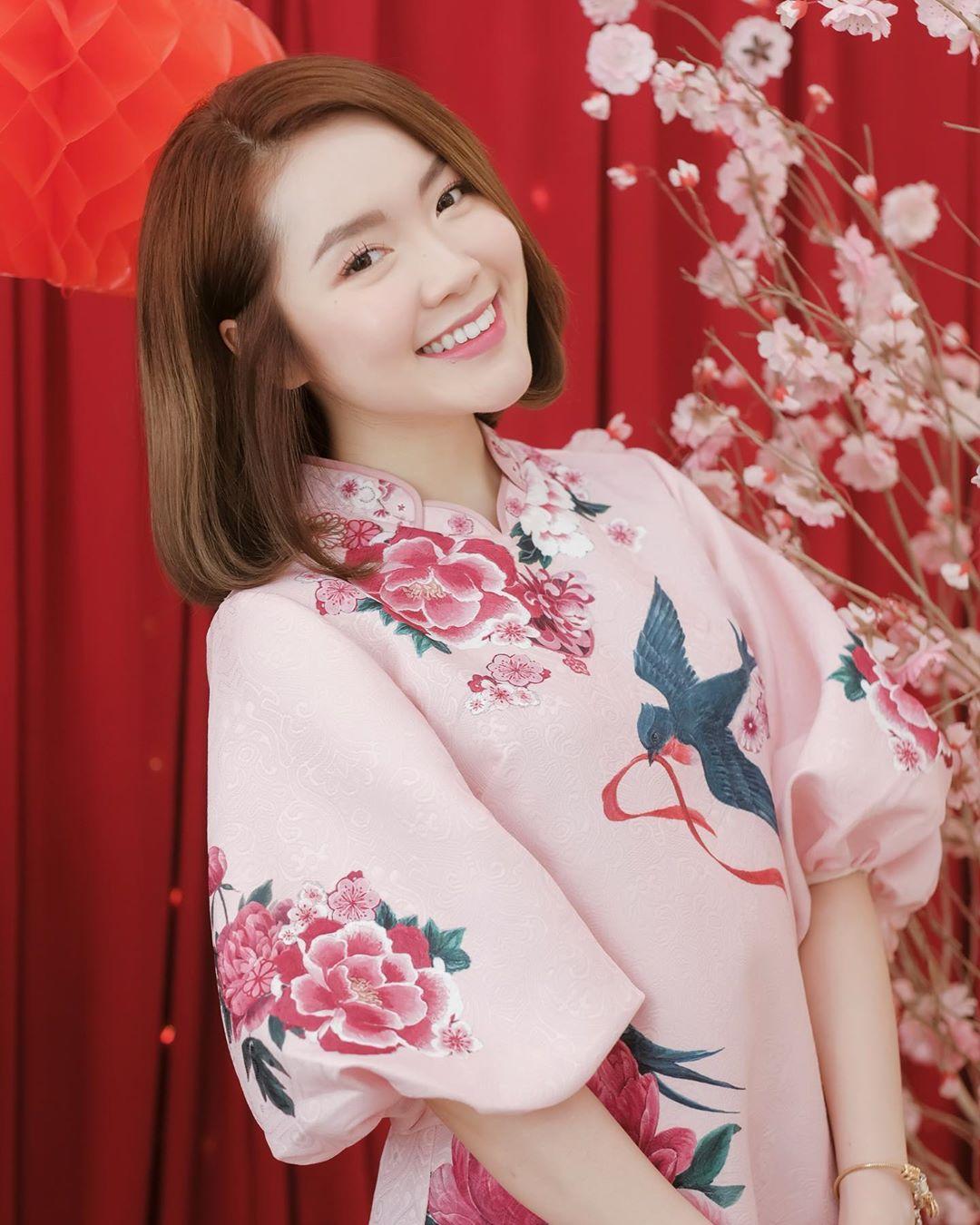 Lindsie Phạm mặc áo dài hồng đón Tết