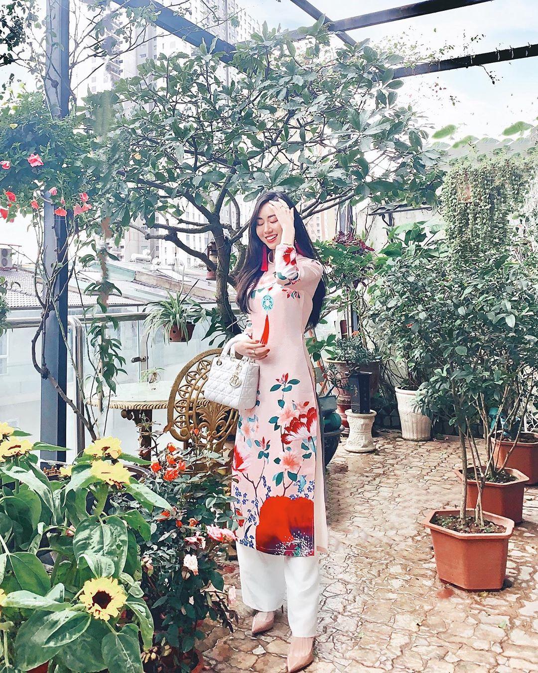 Mai Vân Trang diện áo dài đón Tết