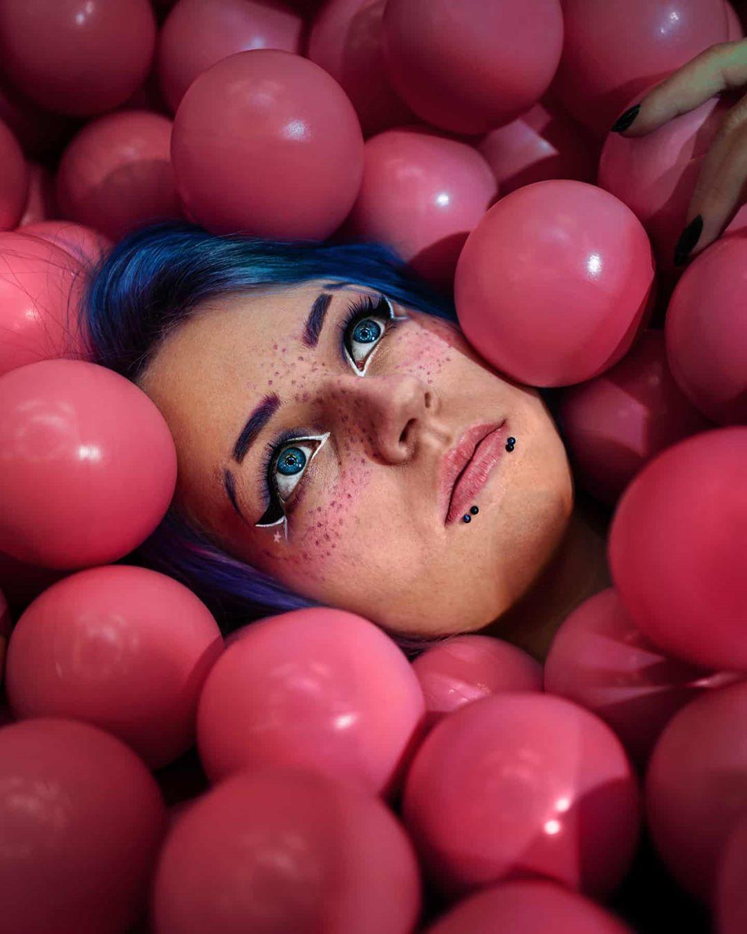 Tác hại của rượu-Cô gái và những trái bóng hồng.