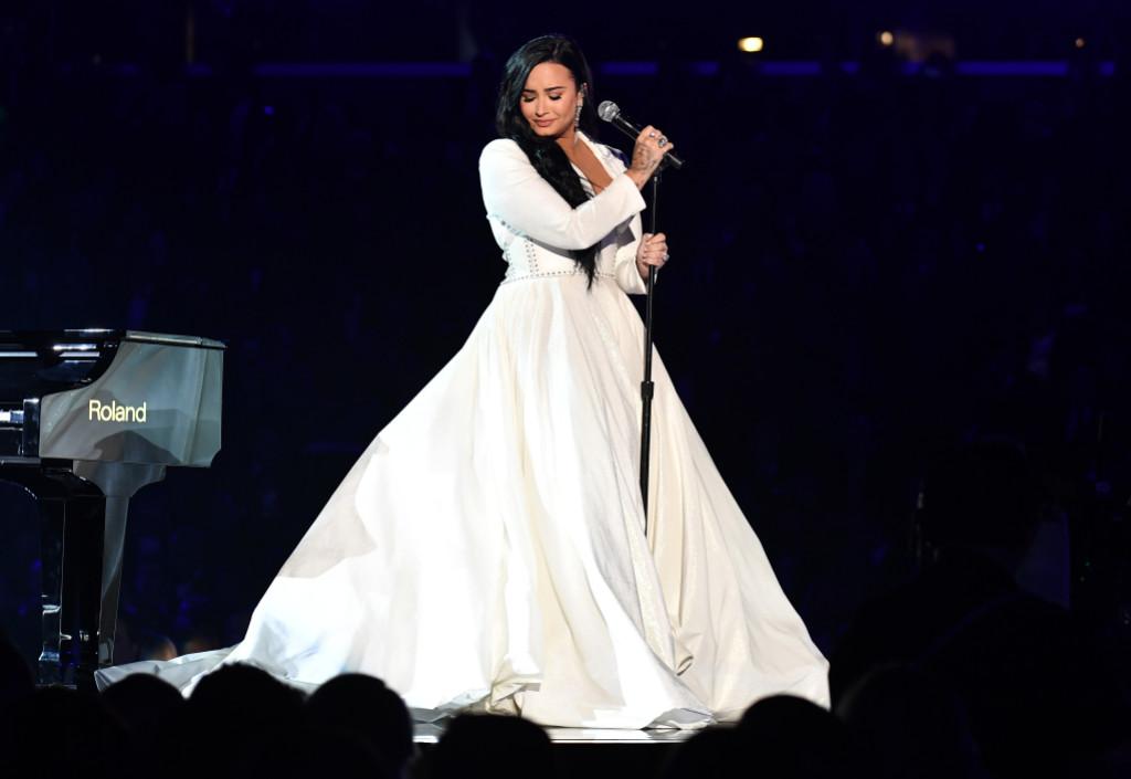 Demi Lovato biểu diễn xúc động tại grammy 2020