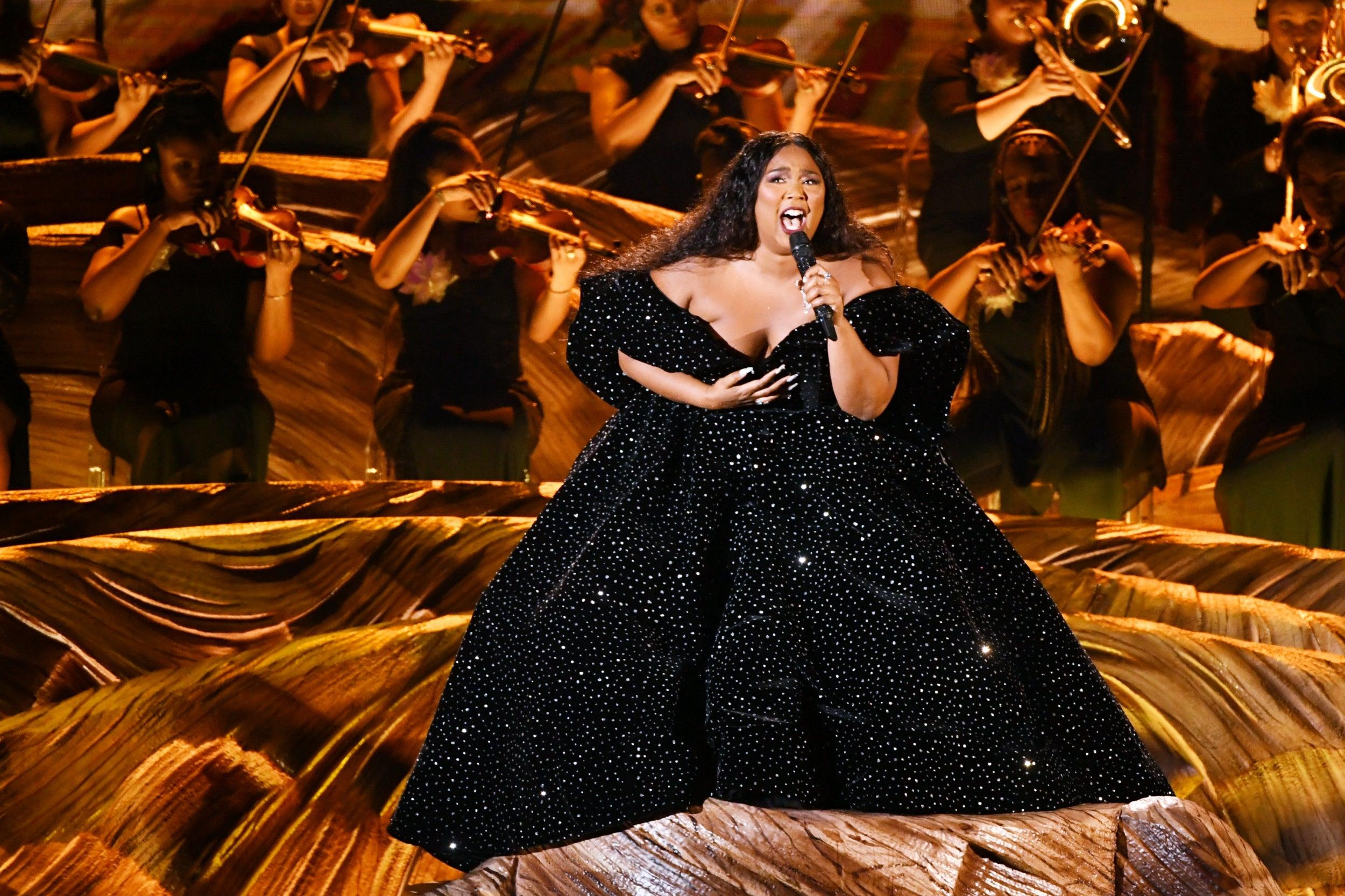 lizzo nhận giỉ thưởng lớn đầu tiên tại Grammy