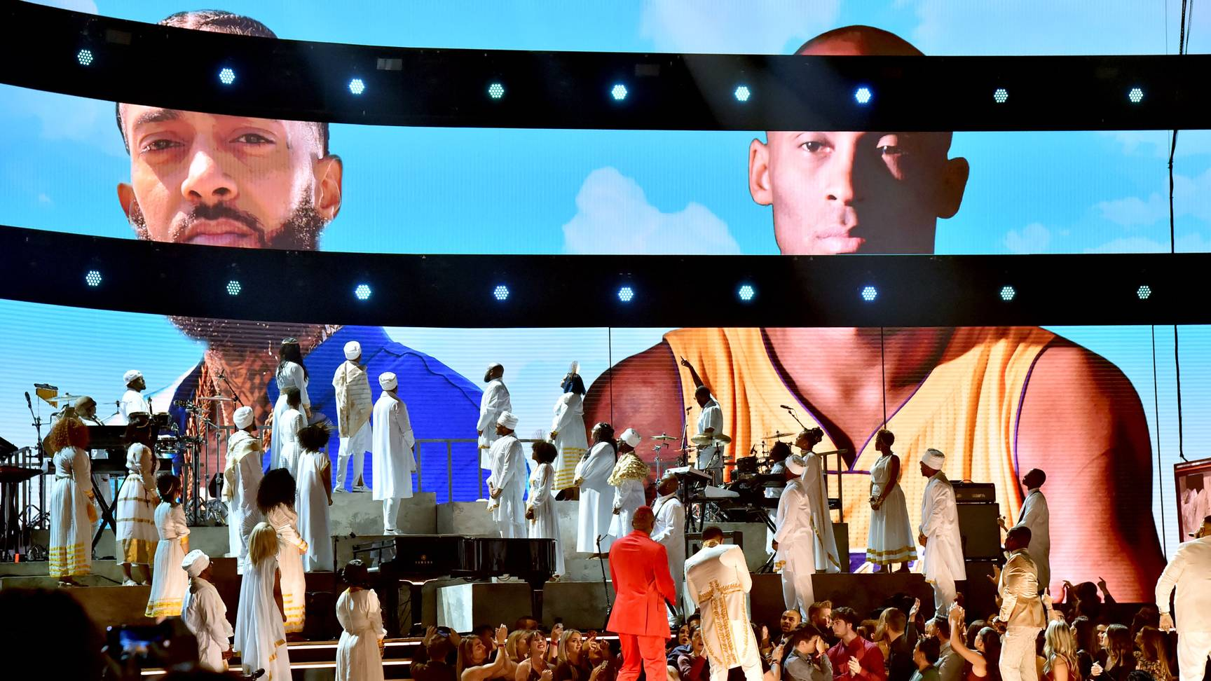 sân khấu tưởng niệm Nipsey Hussle và Kobe Bryant tại Grammy 2020