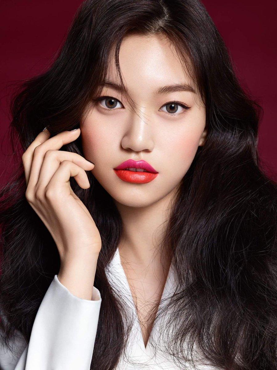 nữ thần tượng kpop doyeon