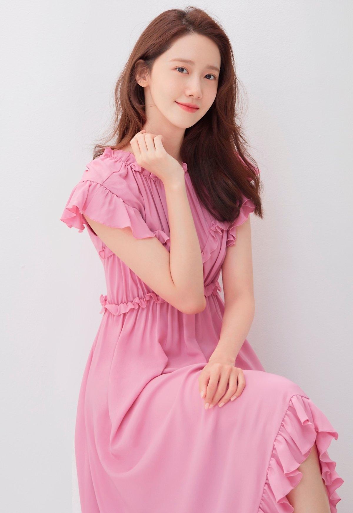 yoona và váy hồng