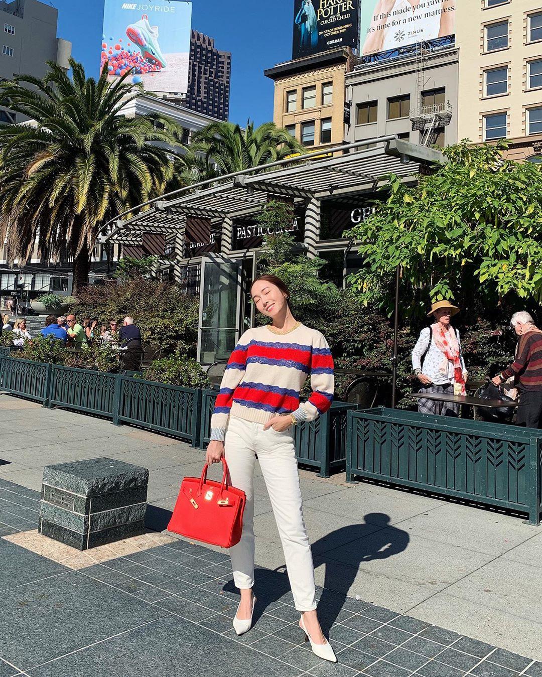 cách phối đồ nổi bật của jessica jung với quần jeans và áo sweater