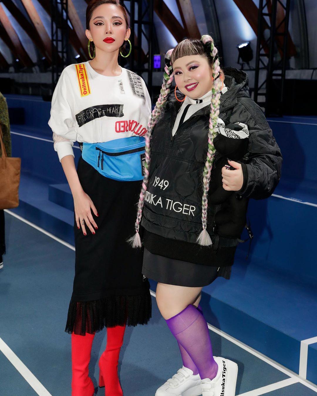 Tóc Tiên kết hợp chân váy bút chì với các món đồ thời trang đậm chất đường phố