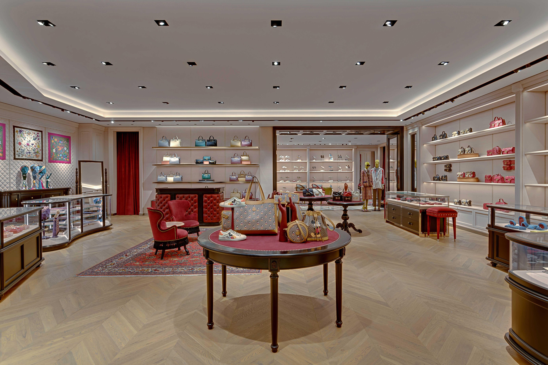 Tầng một của cửa hàng Gucci Tràng Tiền Plaza với không gian rộng lớn