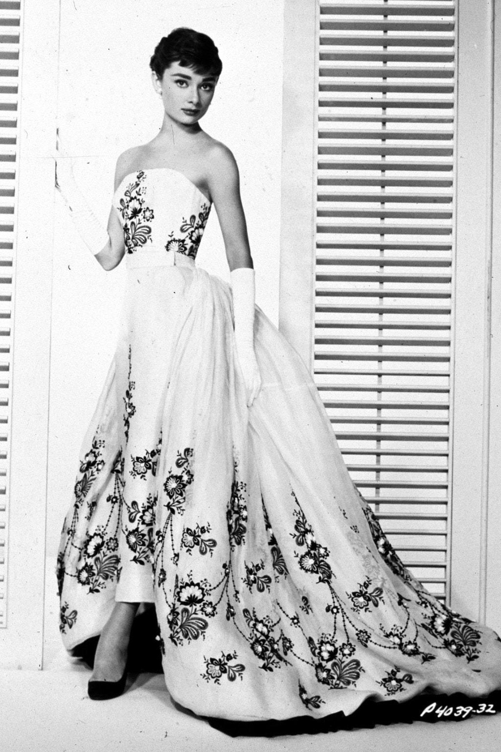 Biểu tượng thời trang audrey hepburn trong thiết kế của Givenchy