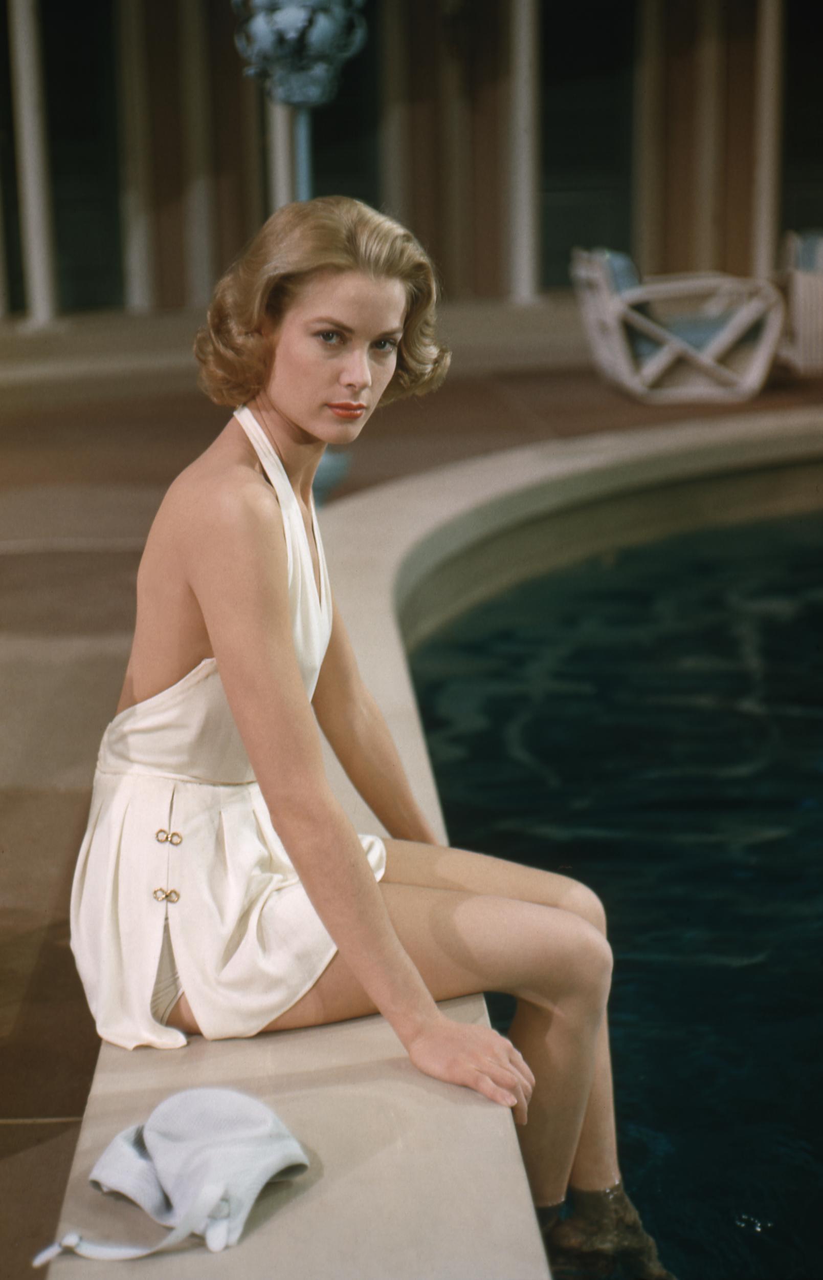 Grace Kelly với bộ đồ bơi lưng cao trong phim High Society