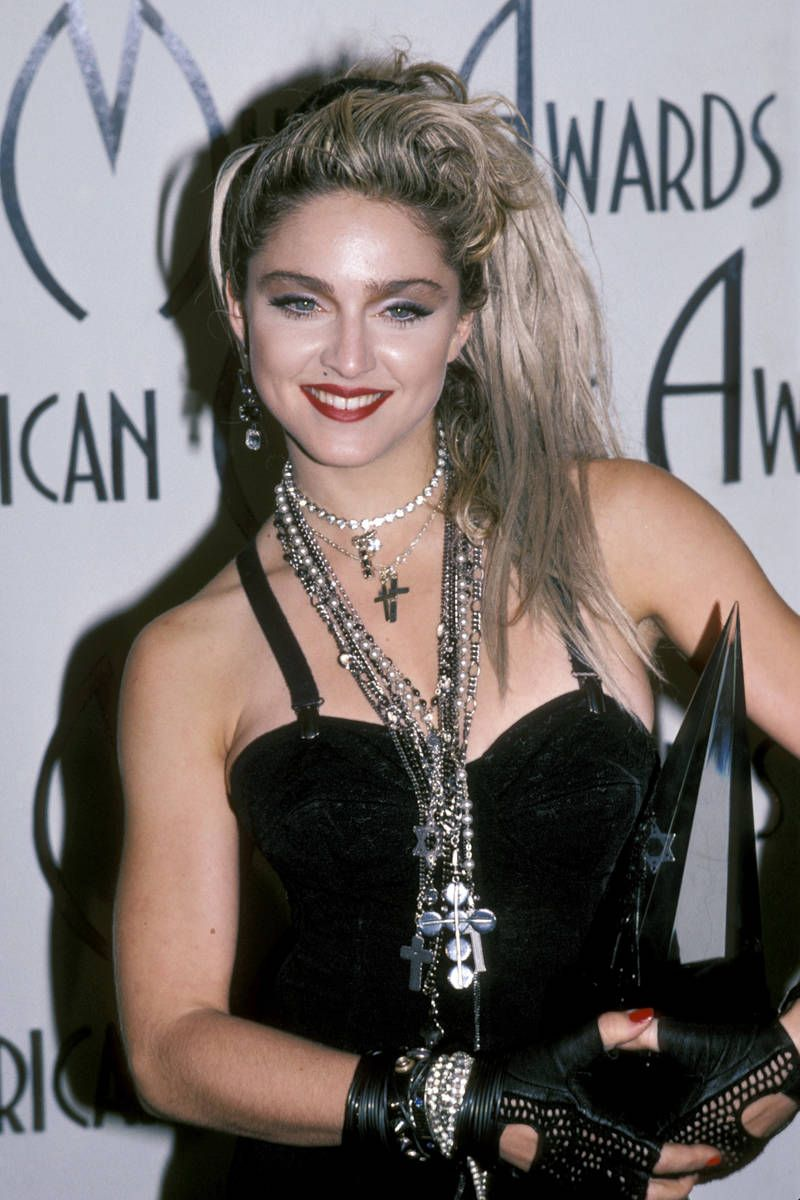 Madonna trong thiết kế của Jean Paul Gaultier tại lễ trao giải American Music Award
