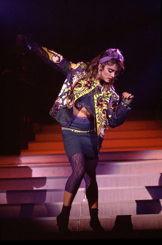 Biểu tượng thời trang Madonna trong thiết kế của Versace năm 1985