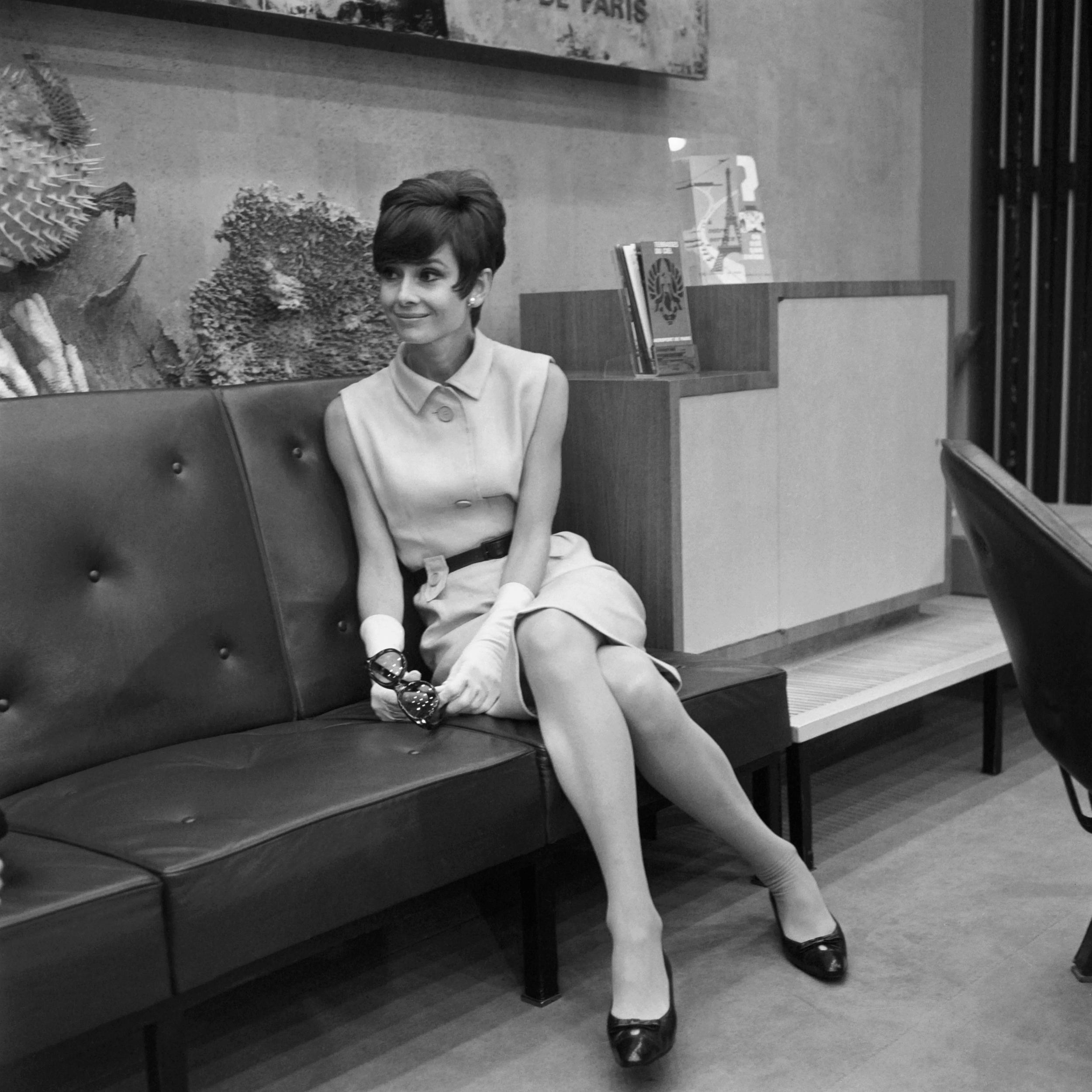 Biểu tượng thời trang Audrey Hepburn và những món phụ kiện yêu thich