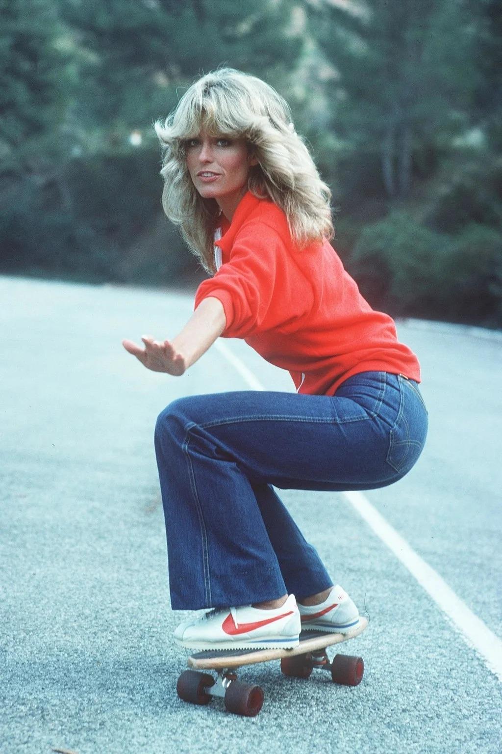Farrah Fawcett diện trang phục khỏe khoắn trong bức ảnh trượt ván nổi tiếng