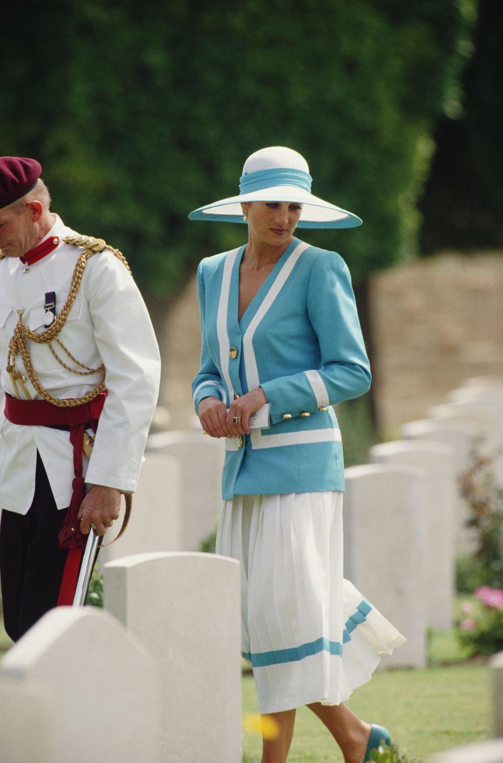 Vương phi Diana phối đồ theo phong cách ton-sur-ton