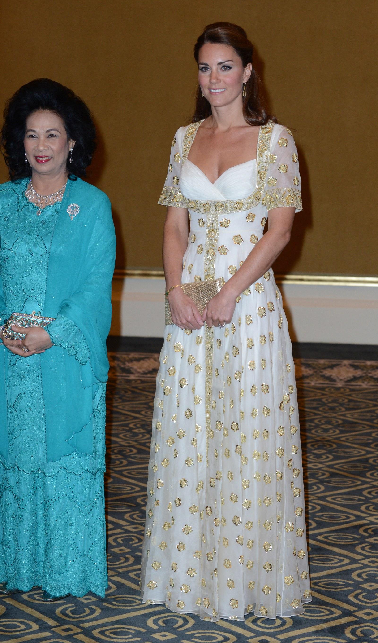 Hình ảnh Kate Middleton cùng chiếc đầm Alexander McQueen năm 2012 tại Malaysia