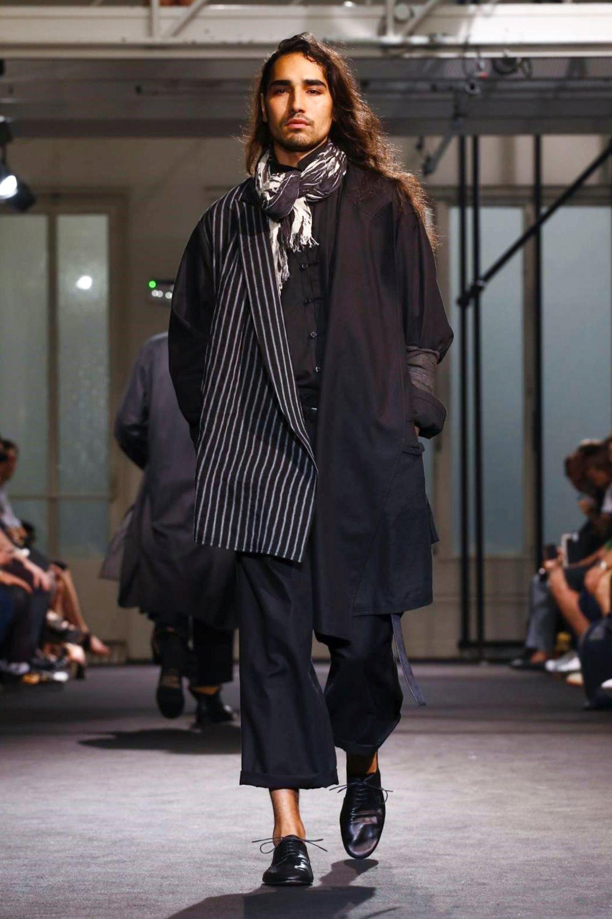 người mẫu willy cartier trong buổi diễn Xuân - Hè 2017 của Yohji Yamamoto