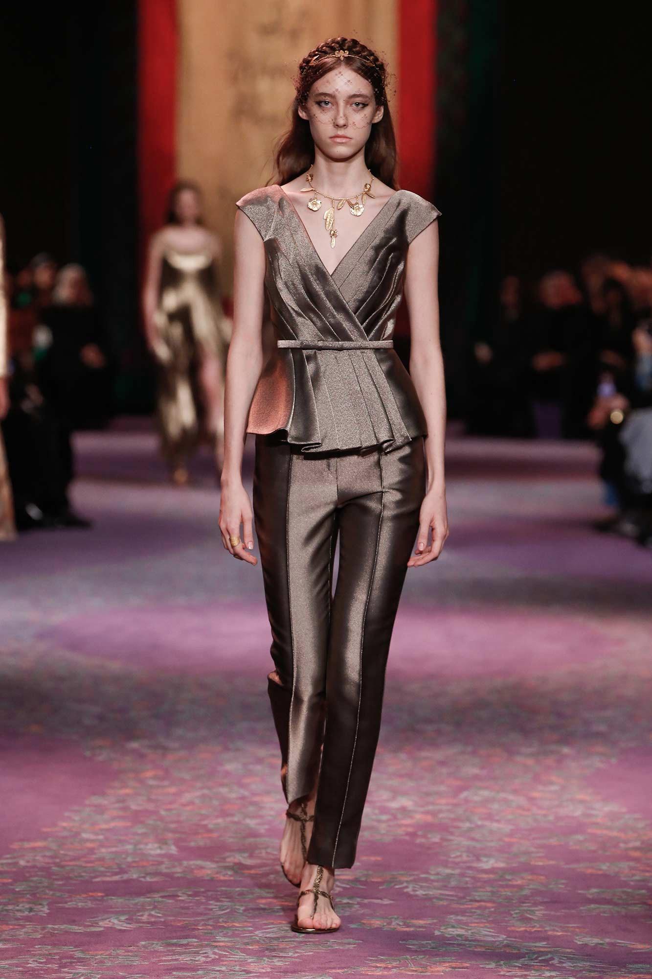Dior Haute Couture Xuân - Hè 2020 bộ suit 2