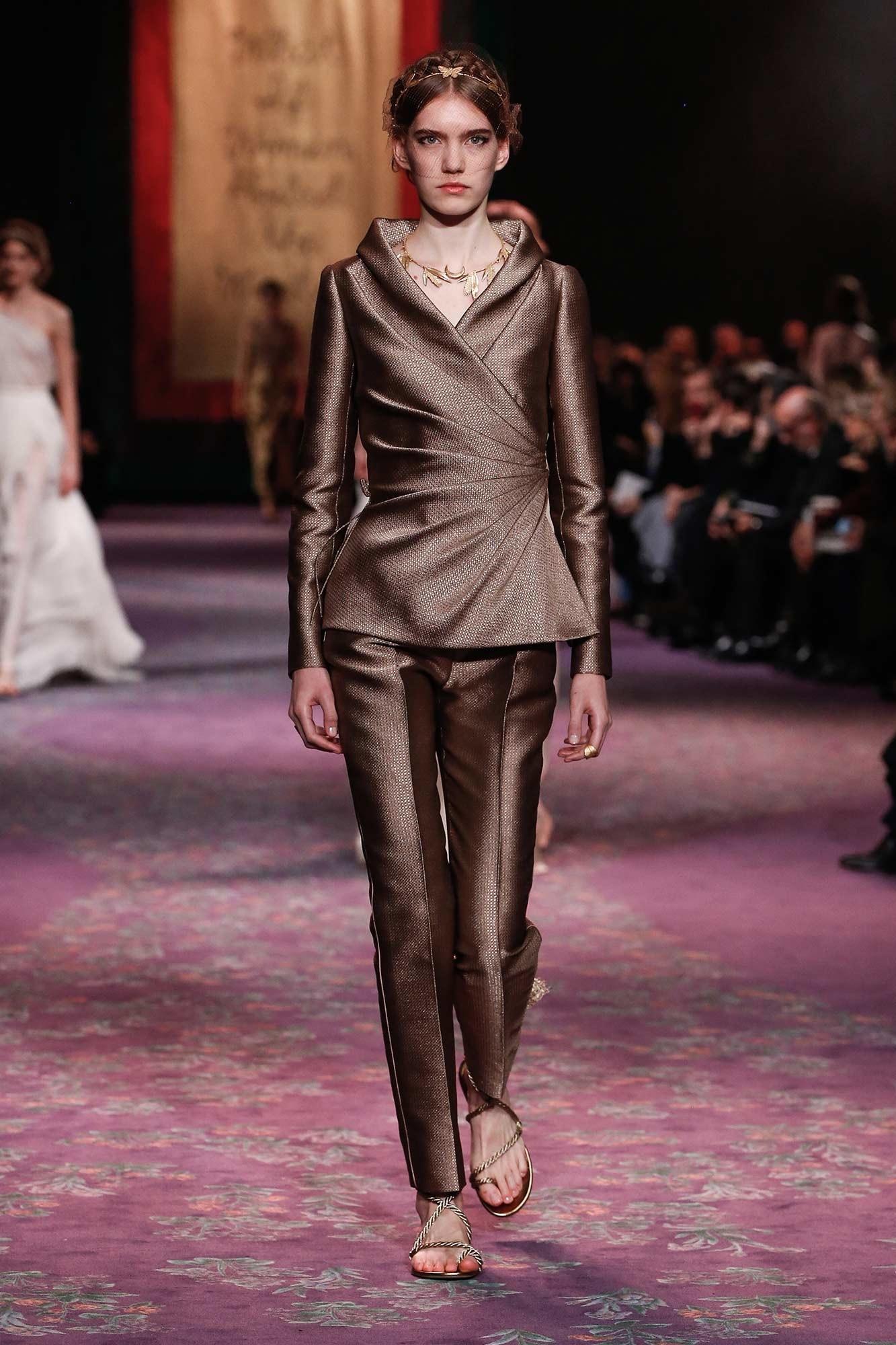 Dior Haute Couture Xuân - Hè 2020 bộ suit 22