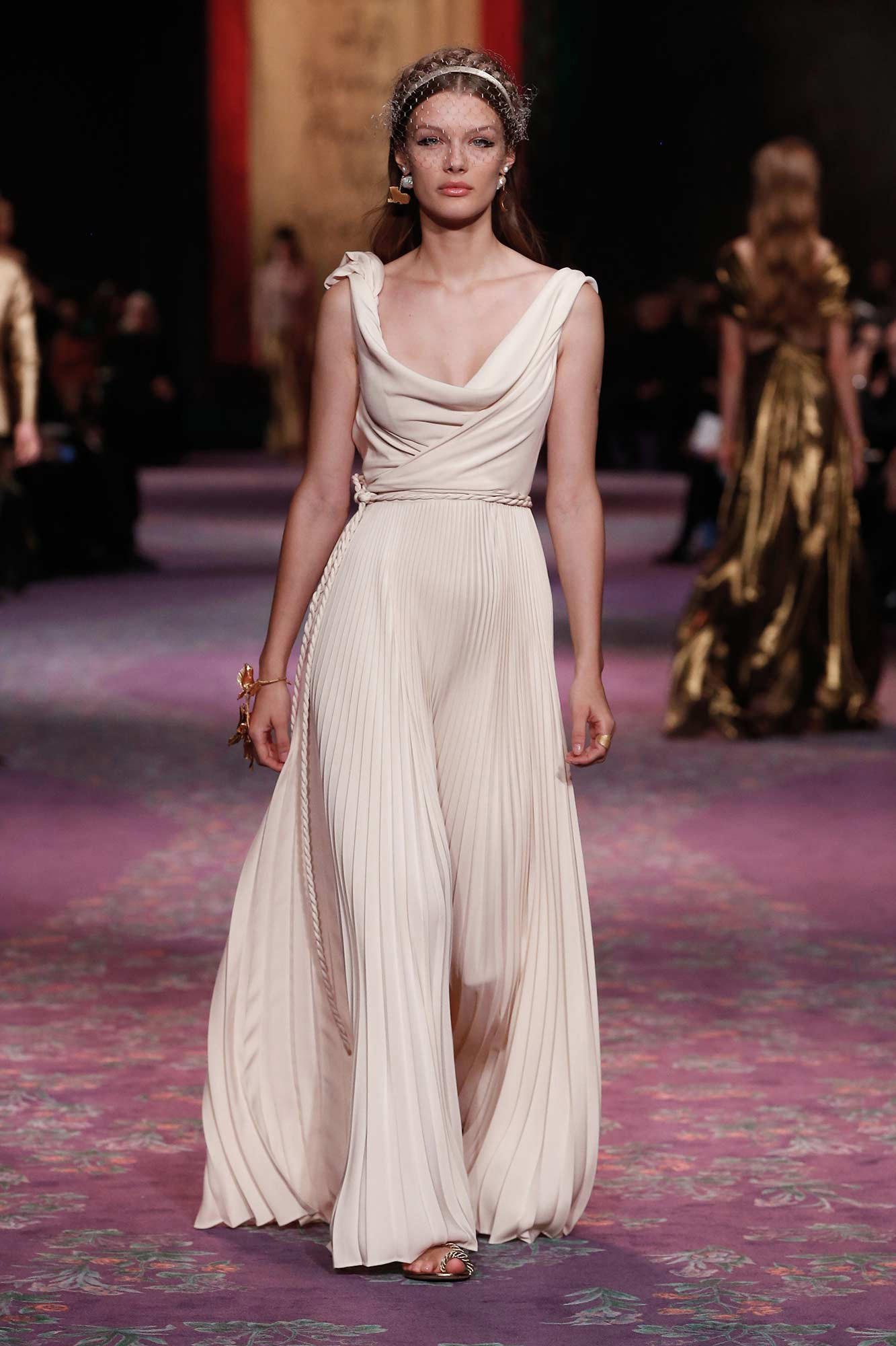 Dior Haute Couture Xuân - Hè 2020 đầm trắng 31