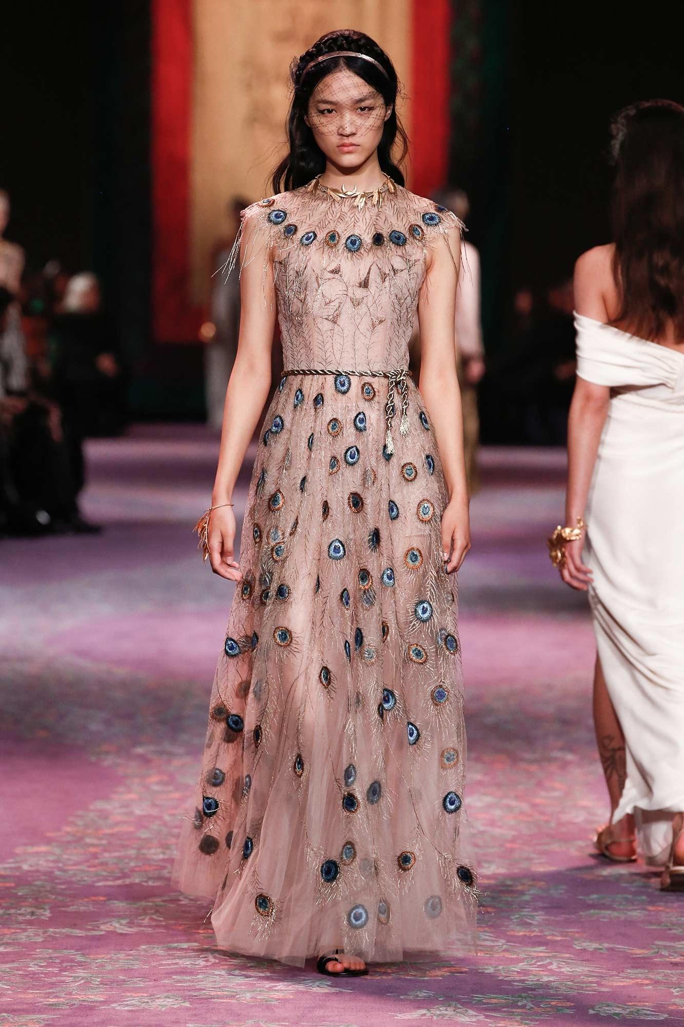 Dior Haute Couture Xuân - Hè 2020 đầm họa tiết lông chim công 37
