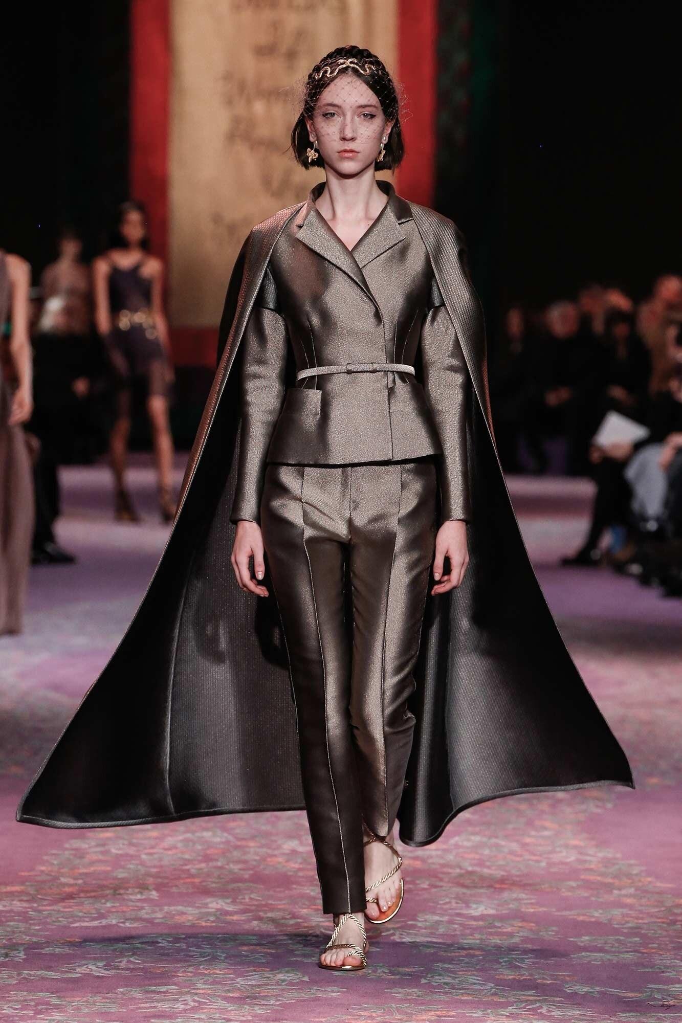 Dior Haute Couture Xuân - Hè 2020 bộ suit và áo choàng 49