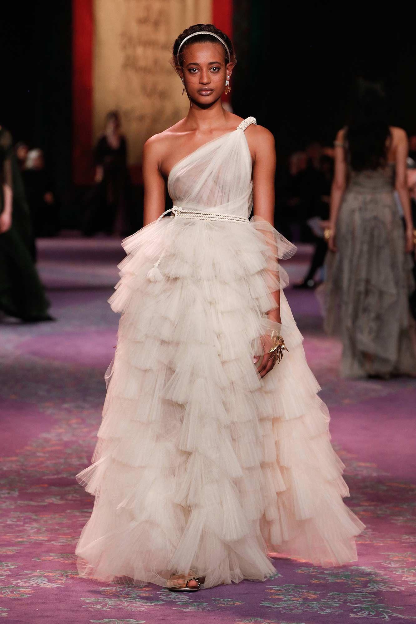 Dior Haute Couture Xuân - Hè 2020 đầm trắng lớp phồng 68