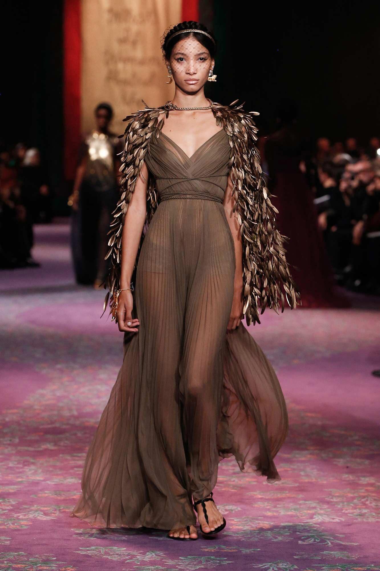 Dior Haute Couture Xuân - Hè 2020 đầm và áo choàng lông 76
