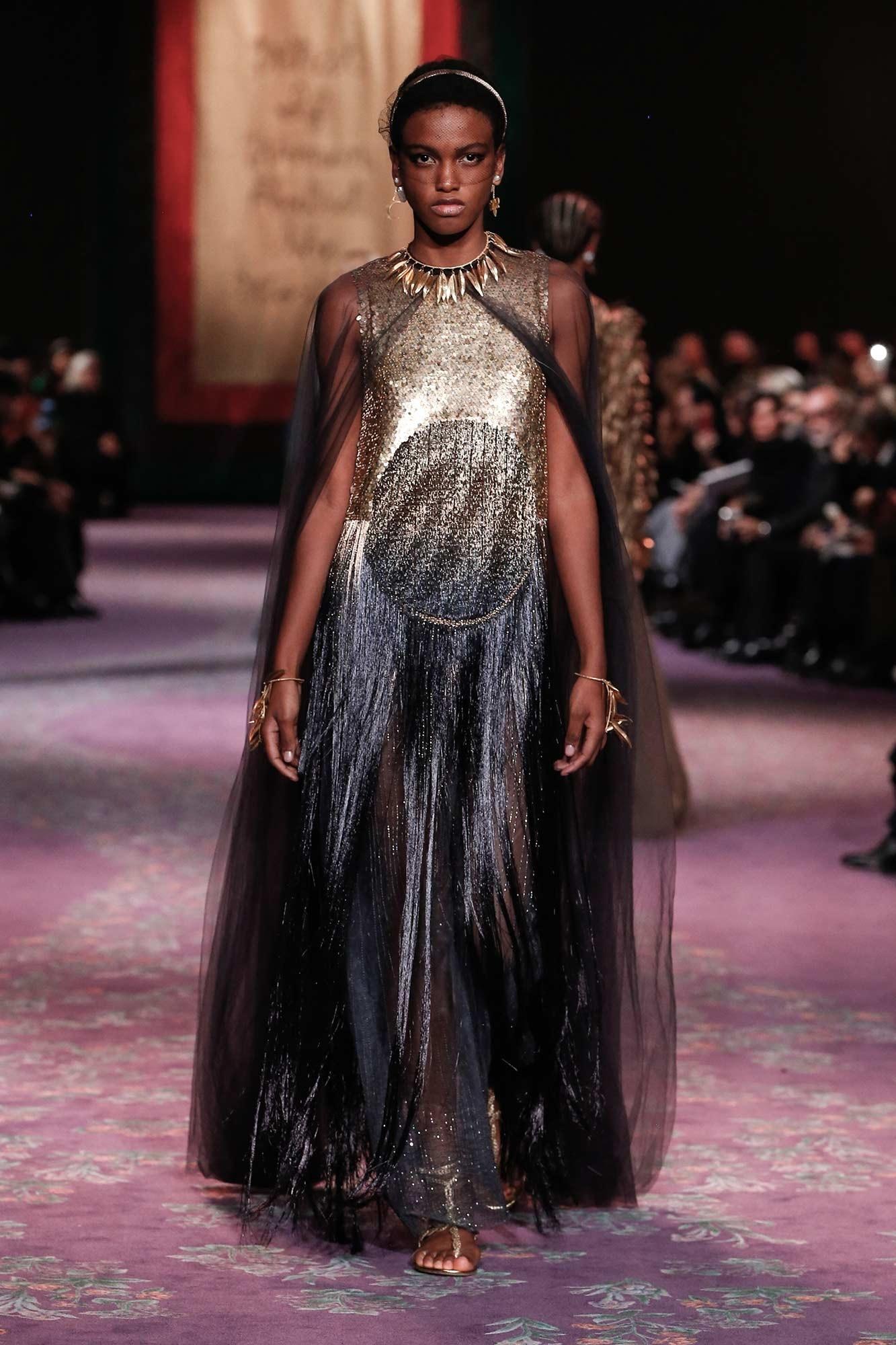 Dior Haute Couture Xuân - Hè 2020 đầm vàng xanh và áo choàng 77