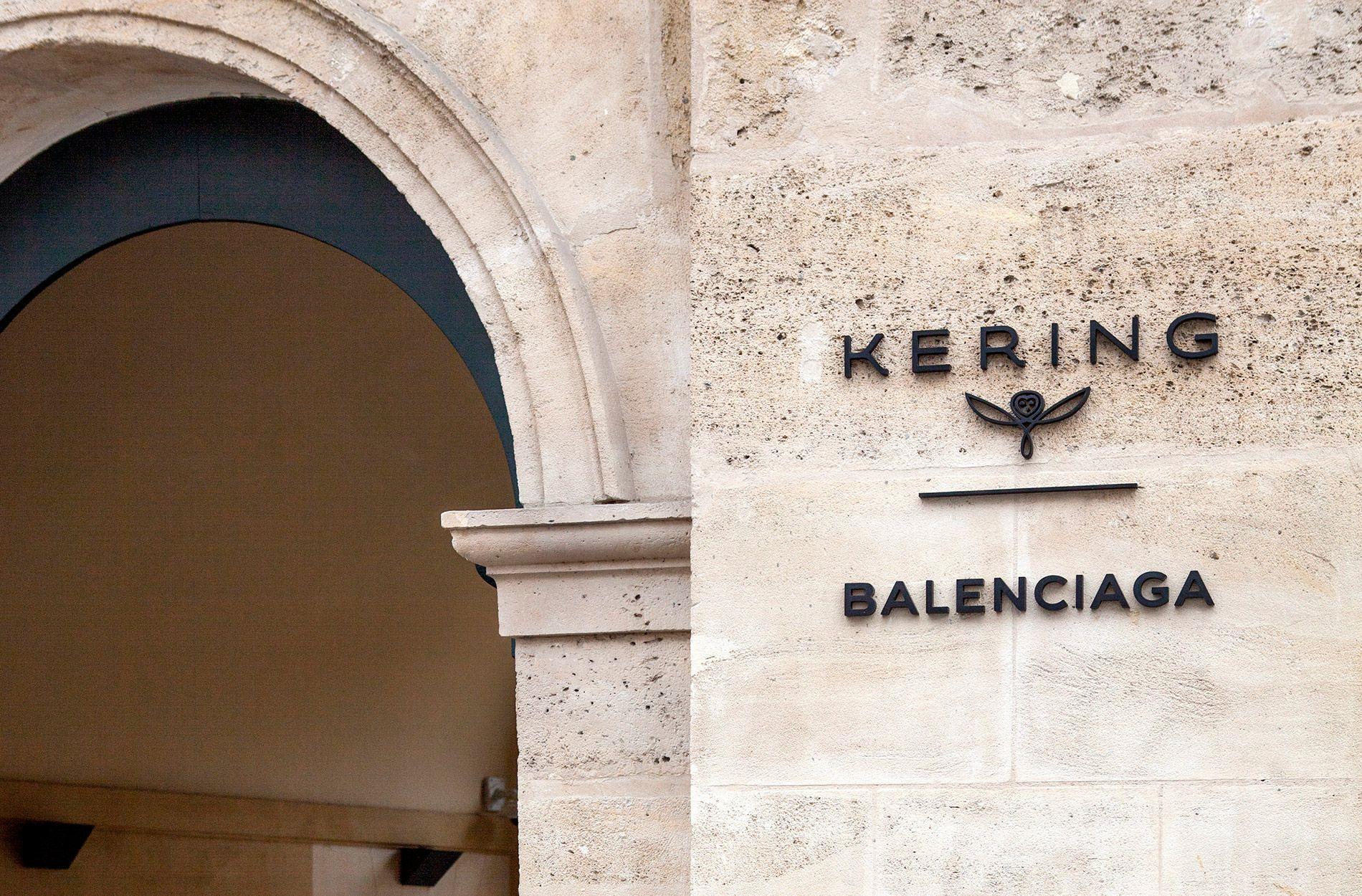 tin thời trang cổng tập đoàn kering balenciaga tại paris