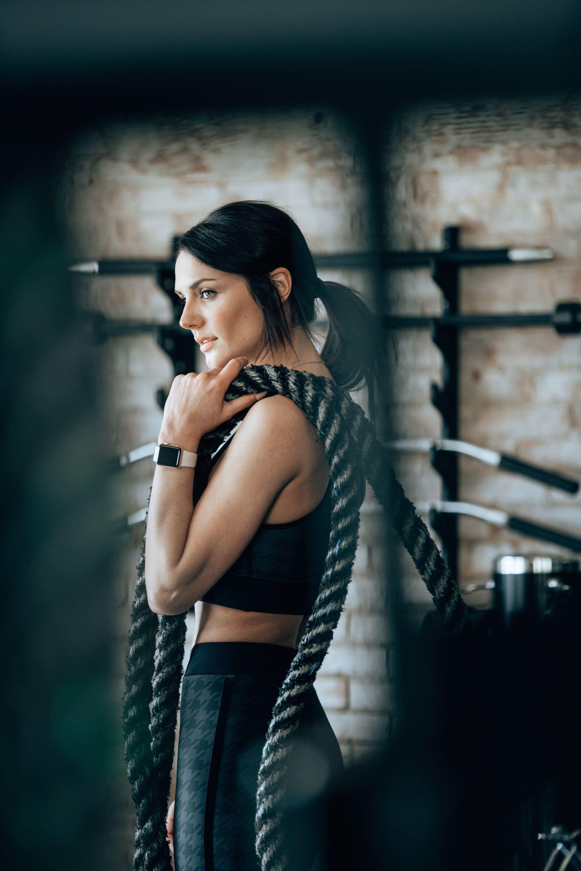 Sai lầm khi tập gym-Cô gái cầm dây thừng.