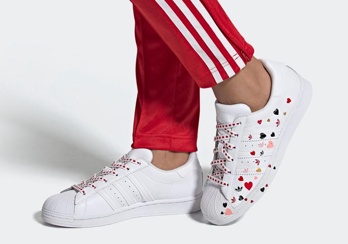 tin thời trang bst adidas superstar ngày valentine 2020