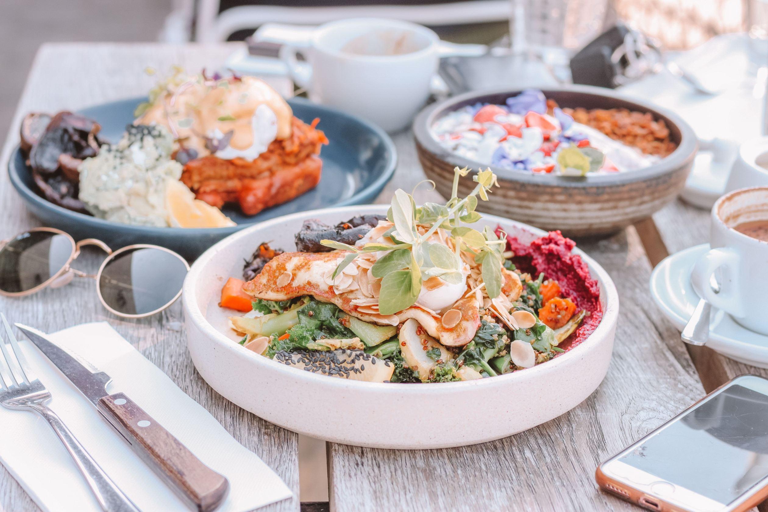 Chế độ ăn kiêng giảm cân-Ba dĩa thức ăn.