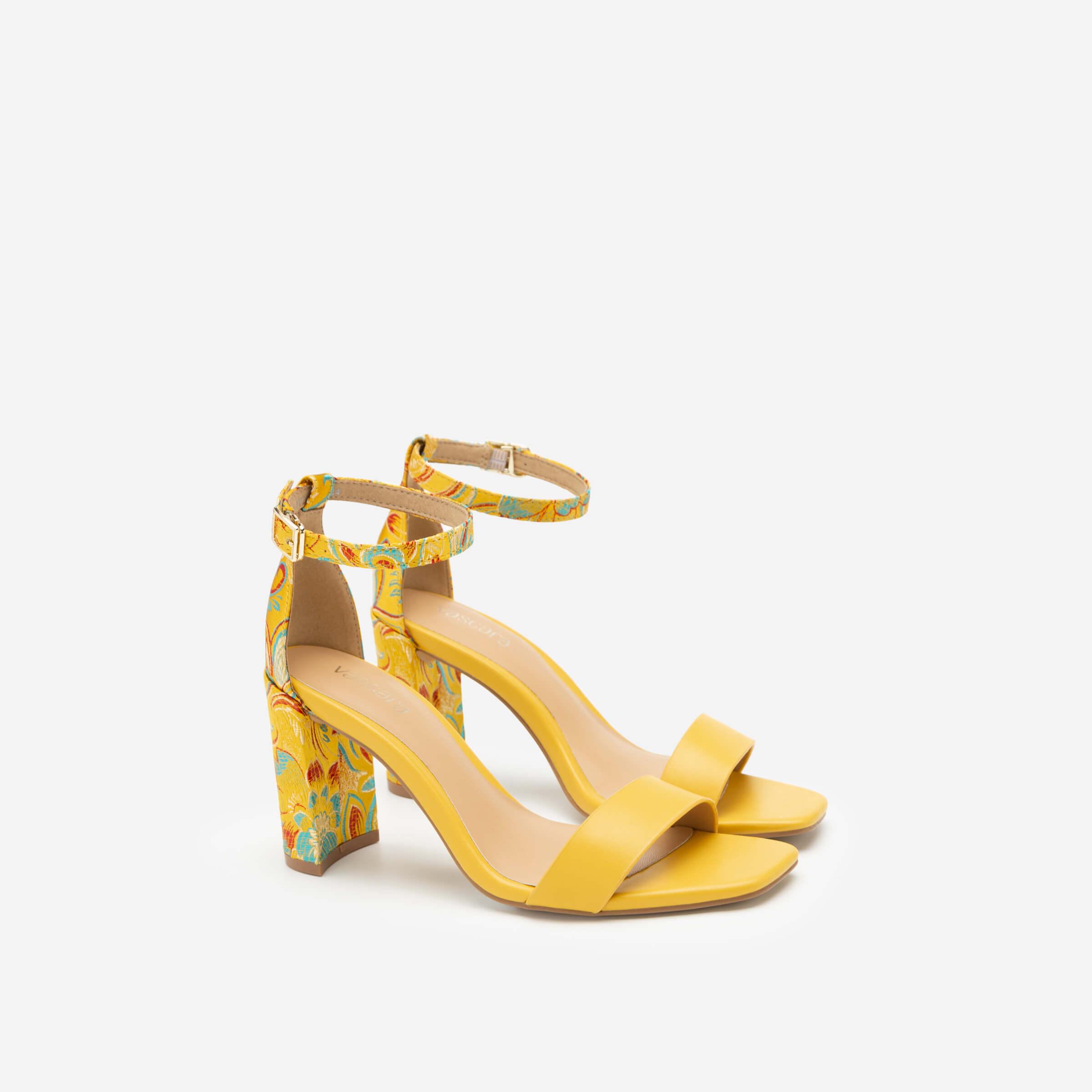 Sandals cao gót họa tiết của Vascara