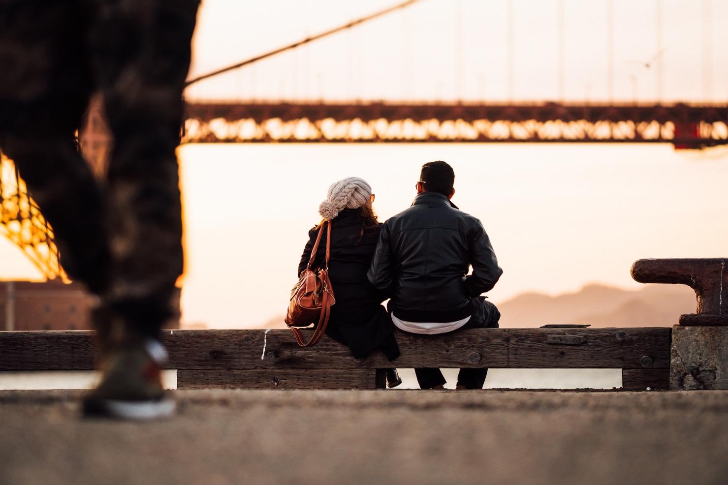 hẹn hò dưới chân cầu