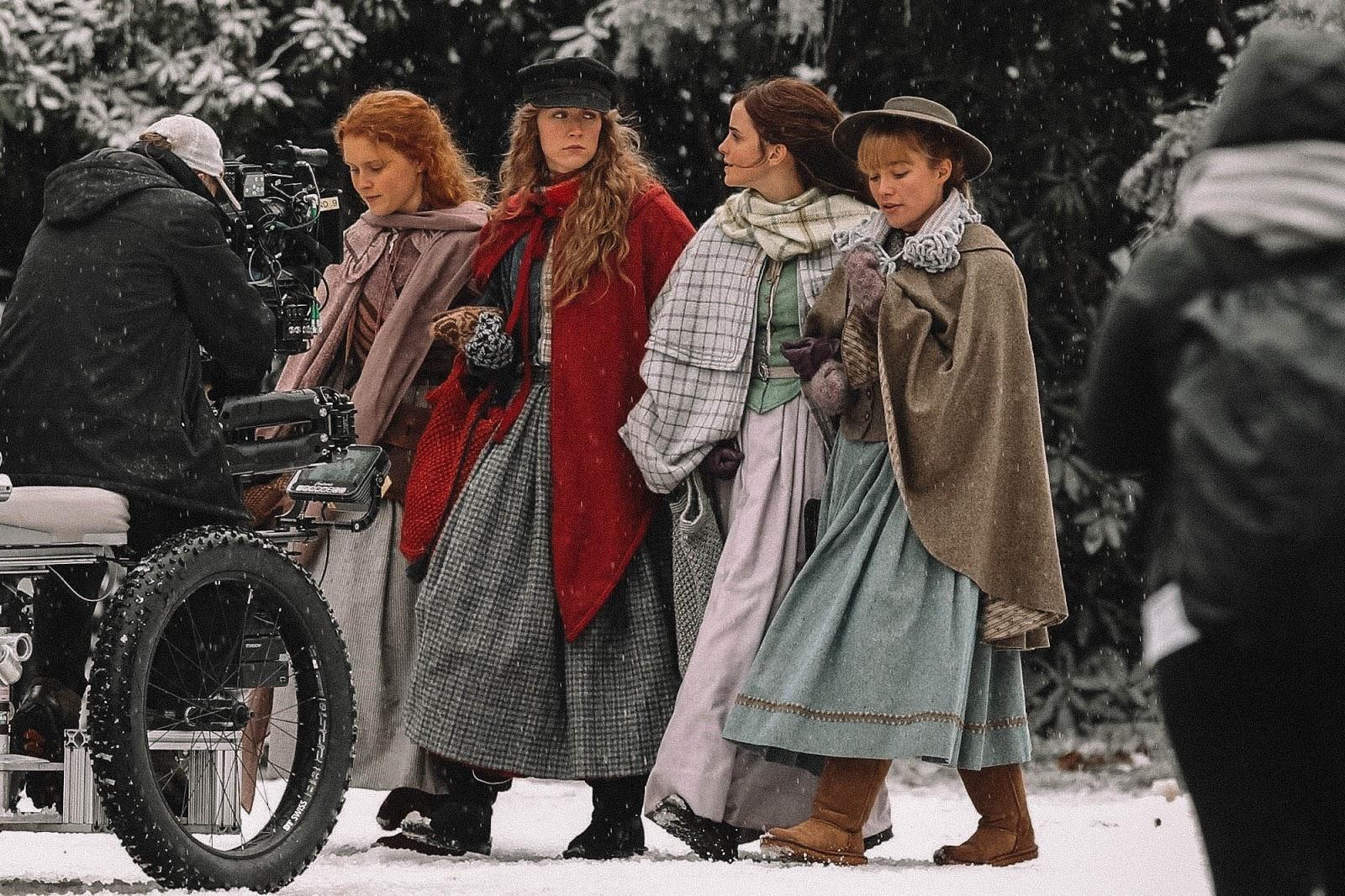 Trang phục Giáng SInh của chị em nhà March trong Little Women