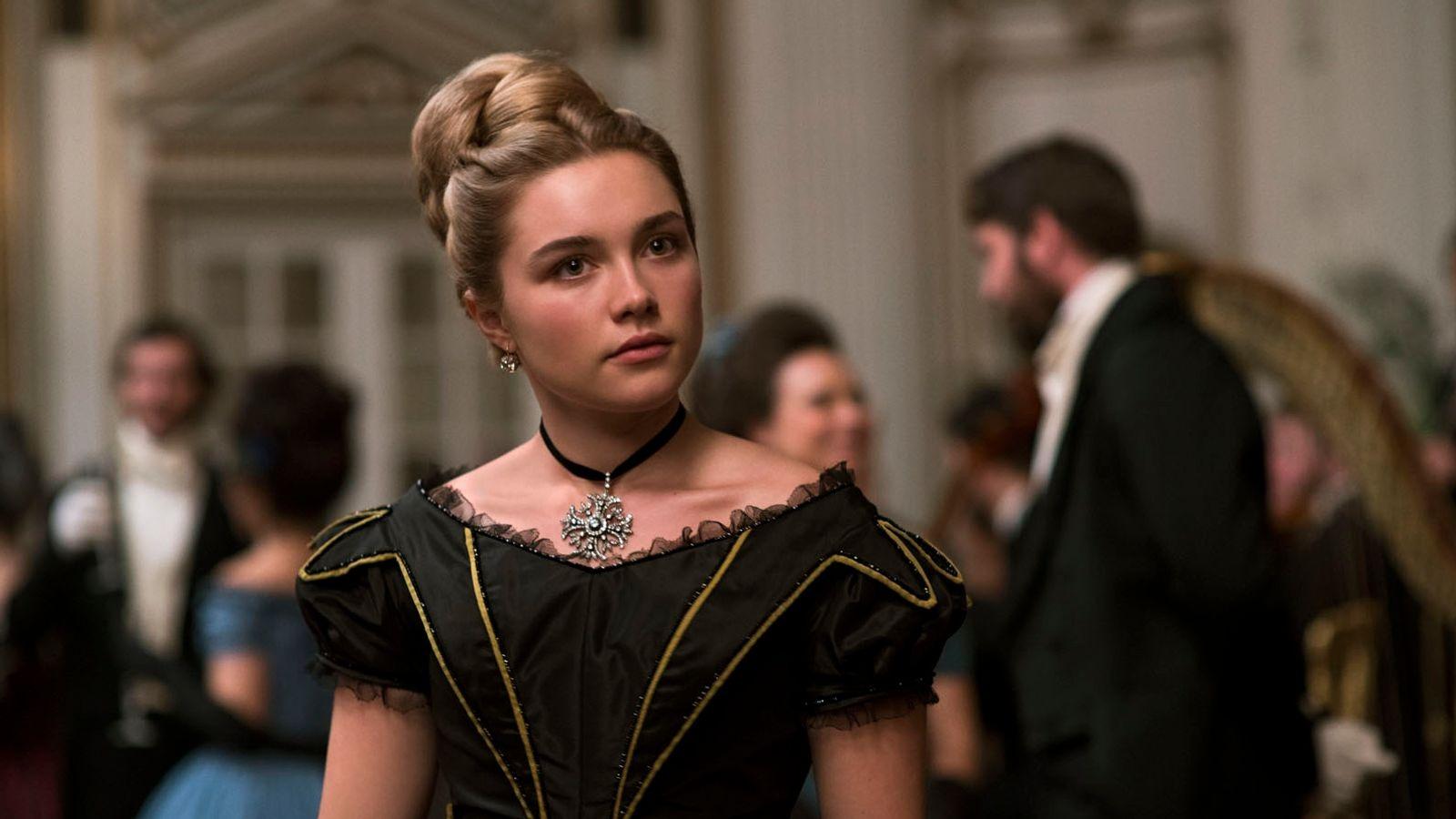 Trang phục dạ hội màu đen huyền bí của nhân vật Amy March trong Little Women
