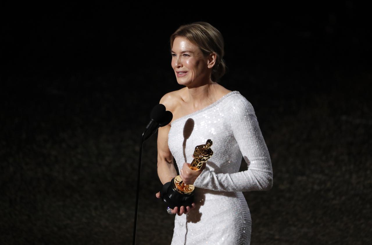 Renée Zellweger nhận giải Nữ diễn viên xuất sắc nhất