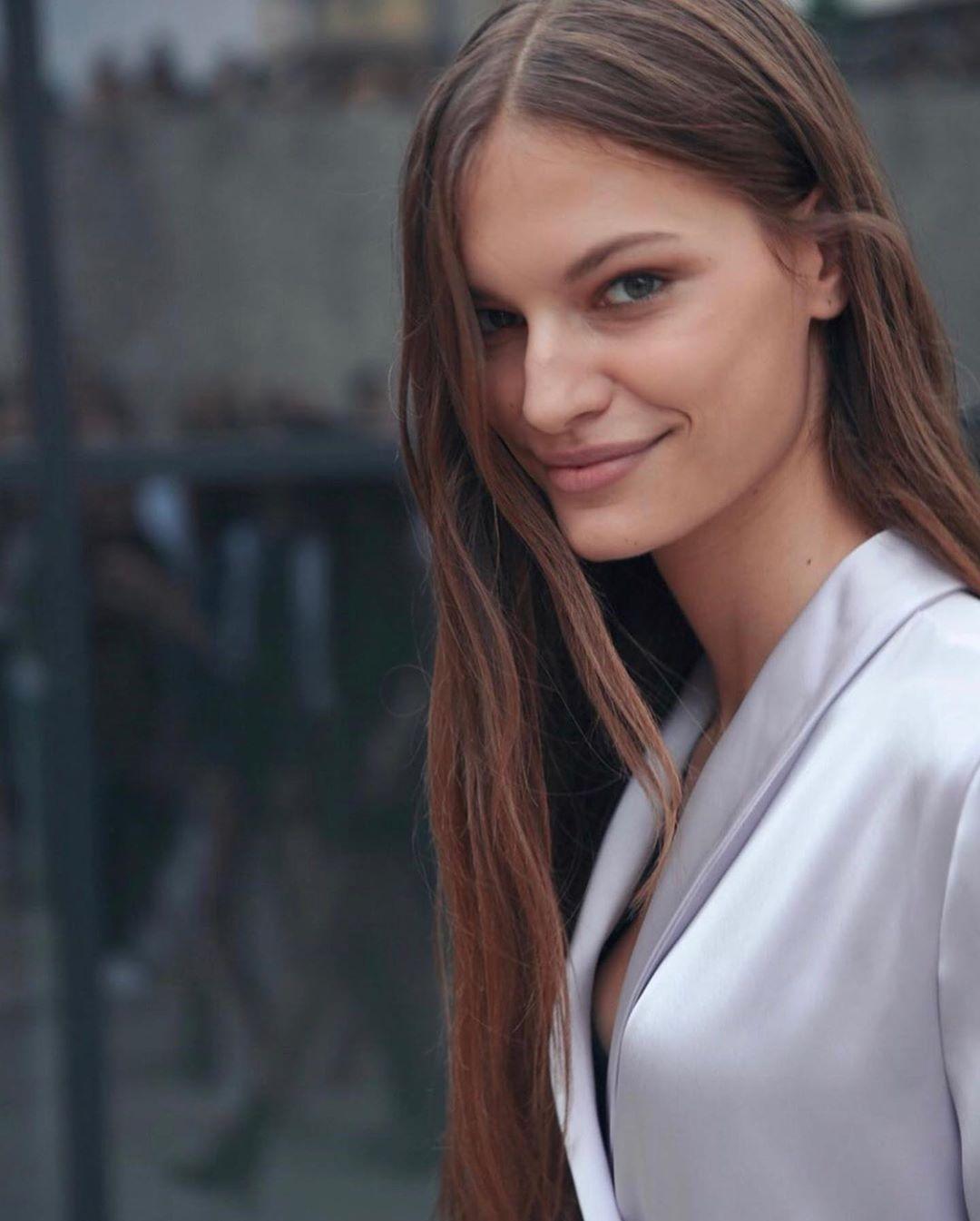 người mẫu faretta street style instagram