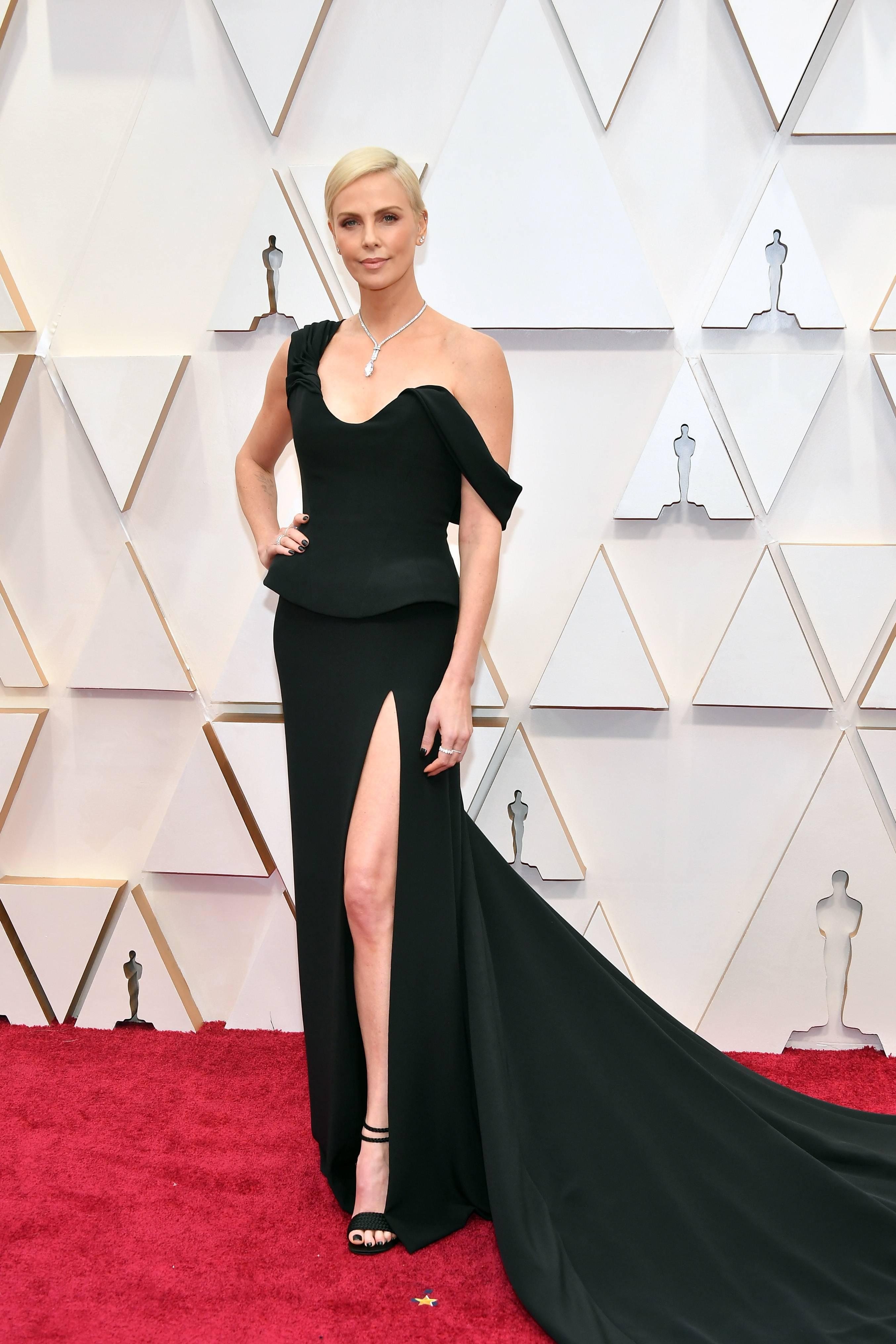 thảm đỏ oscar 2020 Charlize Theron đầm dior haute couture