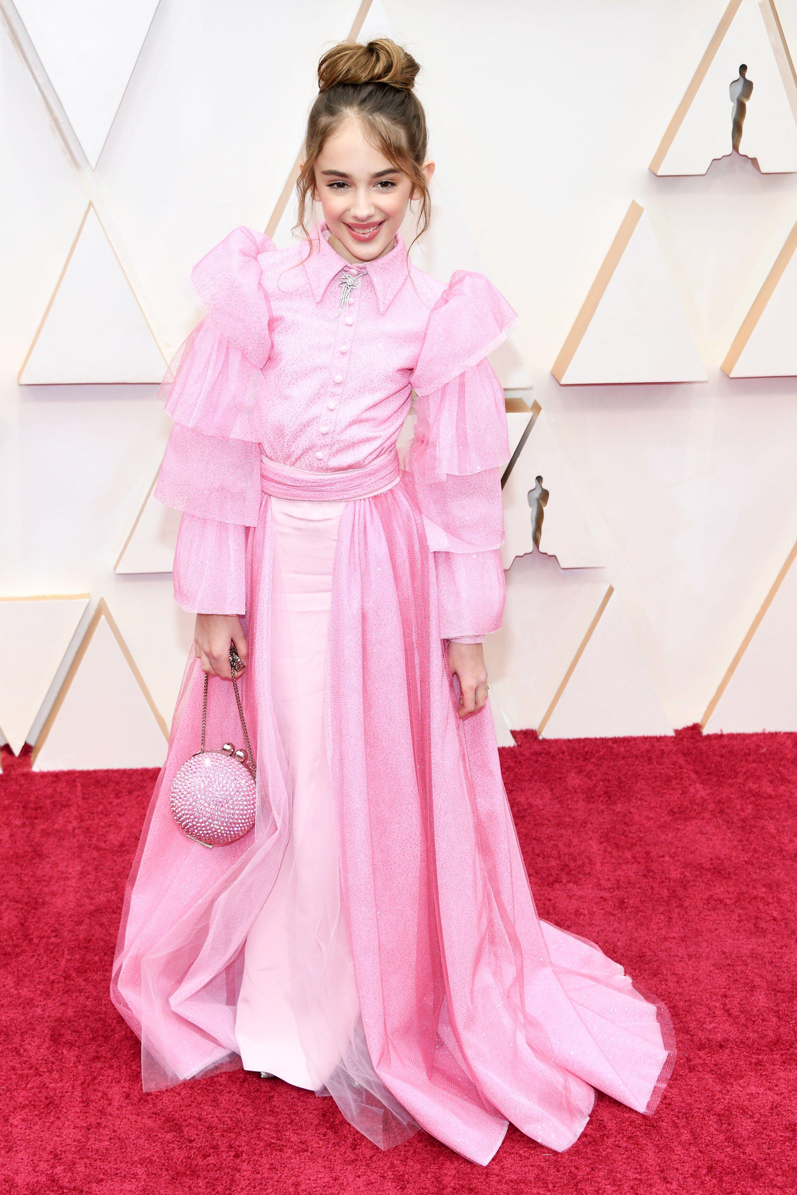 thảm đỏ oscar 2020 Julia Butters đầm hồng Christian Siriano