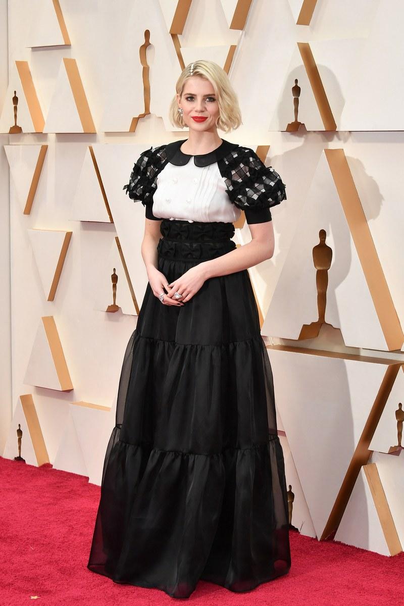 thảm đỏ oscar 2020 Lucy Boynton đầm trắng đen Chanel