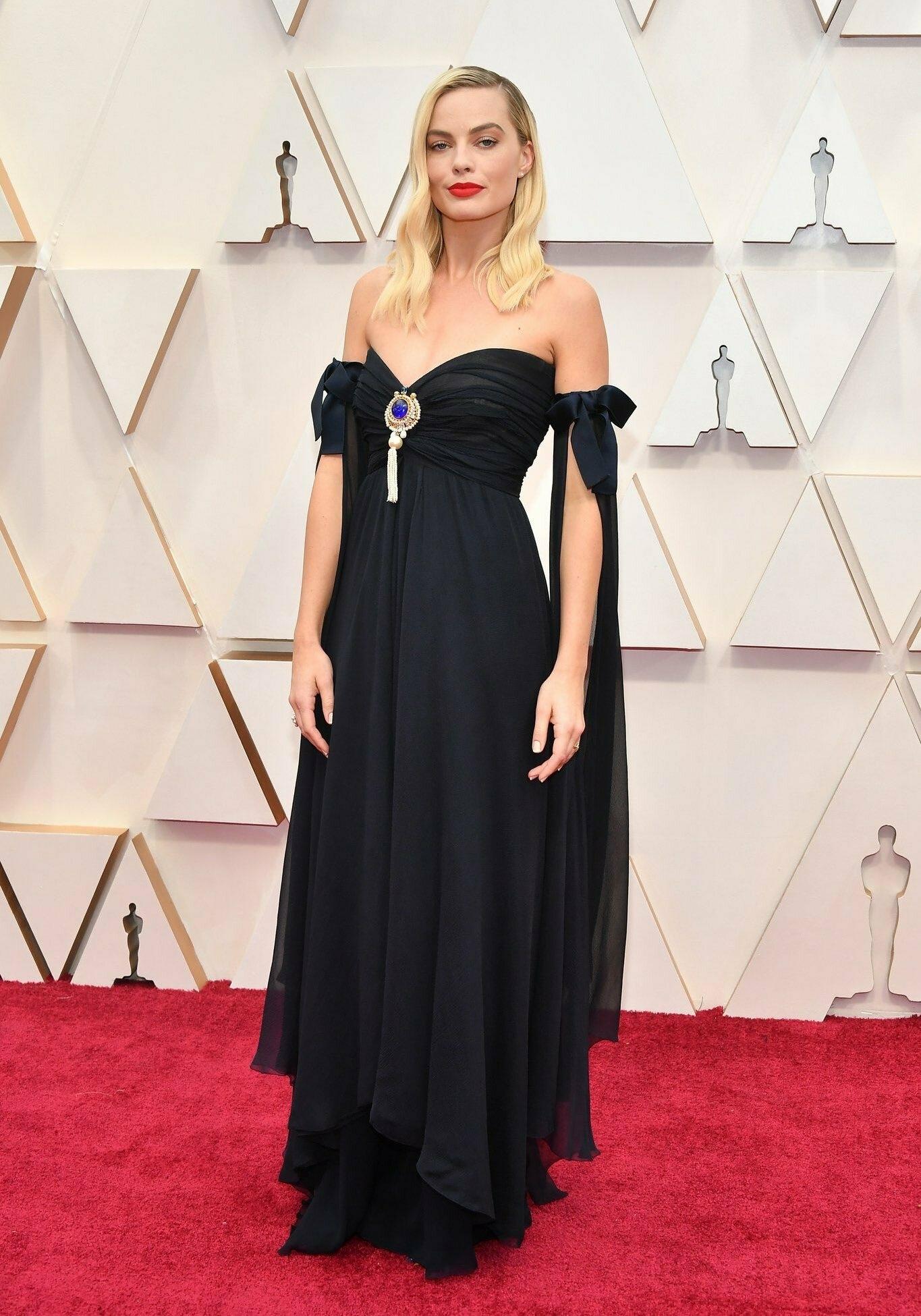thảm đỏ oscar 2020 Margot Robbie đầm vintage Chanel couture