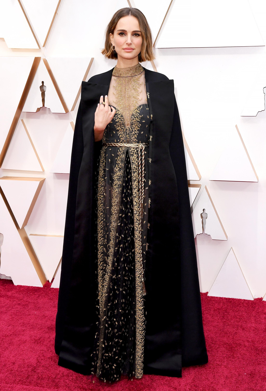 thảm đỏ oscar 2020 Natalie Portman đầm đen Dior Haute Couture trang sức Cartier