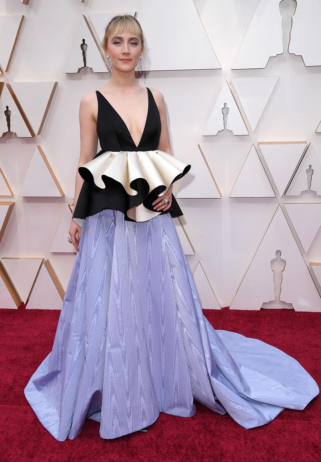 thảm đỏ oscar 2020 Saoirse Ronan đầm xanh đen gucci