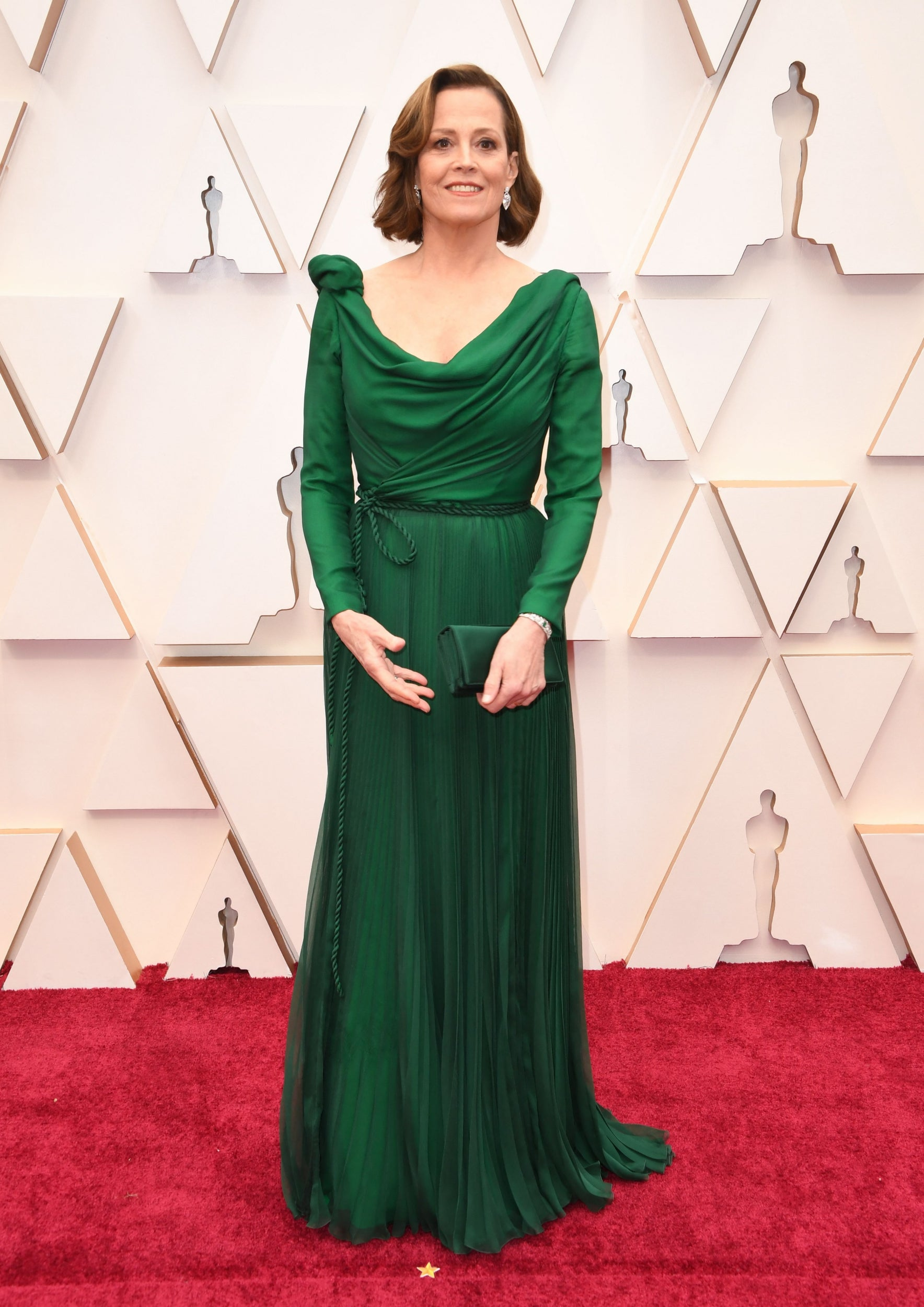 thảm đỏ oscar 2020 Sigourney Weaver đầm xanh Dior Haute Couture
