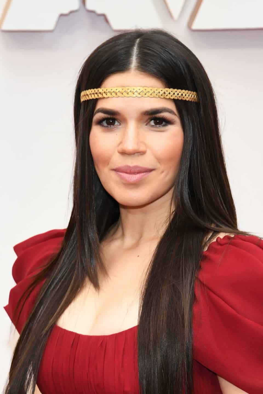 America Ferrera với phong cách nổi bật trên thảm đỏ tại buổi trao giải Oscar 2020.