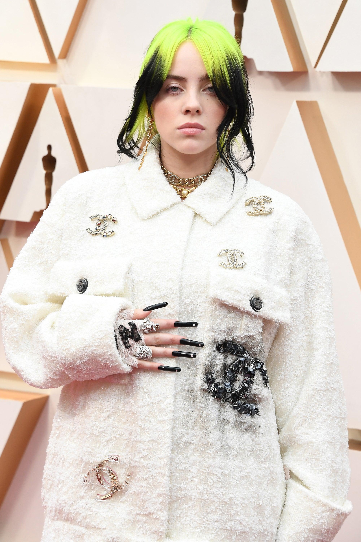 Billie Eilish xuất hiện với phong cách thời thượng tại lễ trao giải Oscar.